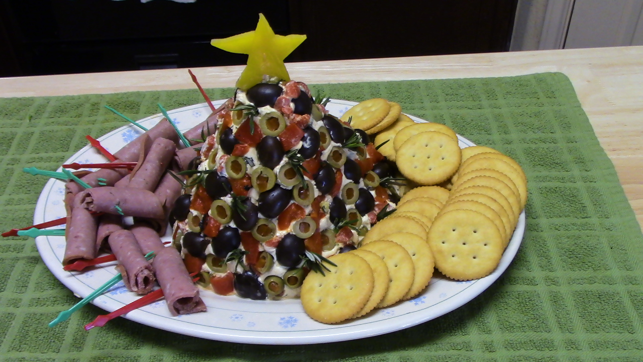 Christmas Cheese Ball.Antipasto Christmas Tree Cheese Ball